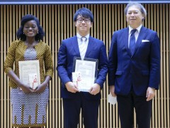 左からDorcas A. Annan氏、桒原尚太氏、平野聡会長。